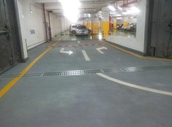 惠州银行地下车库环氧撒砂地坪