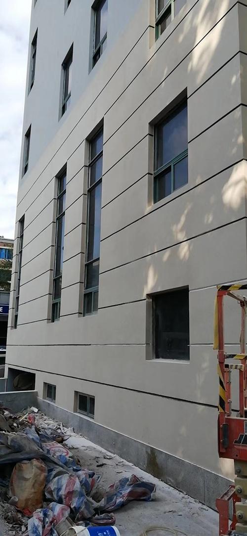 又一个政府工程完工---宝安人民法院外墙真石漆完美完工!